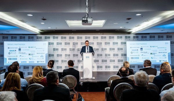 Az EXIM kockázatátvállalással, fix kamatozású termékekkel segíti az exportőrök versenyképességének növelését