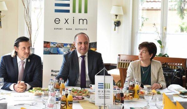 Üzleti reggelit tartott az EXIM Jászberényben